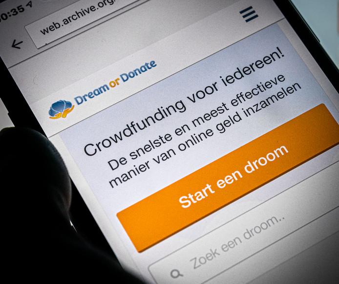 Een telefoon met de crowdfundingssite Dream or Donate.