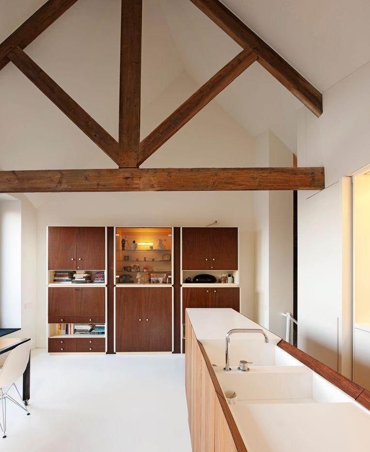 De keuken en eetkamer bevinden zich op de bovenste verdieping. Beeld Luc Royman