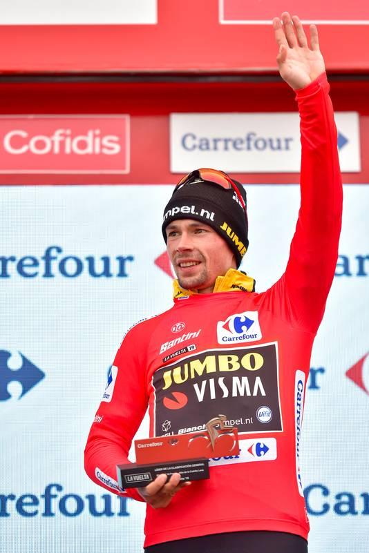 Primoz Roglic met de leiderstrui in de Vuelta.