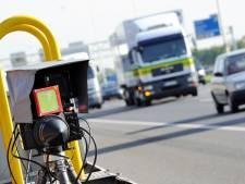 Snelheidscontrole na klachten in Oosterbierum: helft van voertuigen blijkt te hard te rijden