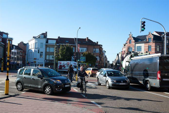 Verkeerssituatie ter hoogte van de Tiensepoort toont de gevaren voor fietsers