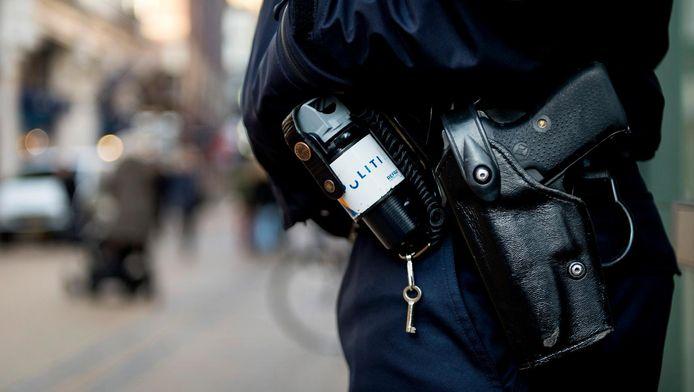 Politieagent in een winkelstraat