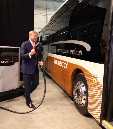 Koning bij opening nieuwe hal elektrische bussenbouwer Ebusco in Deurne