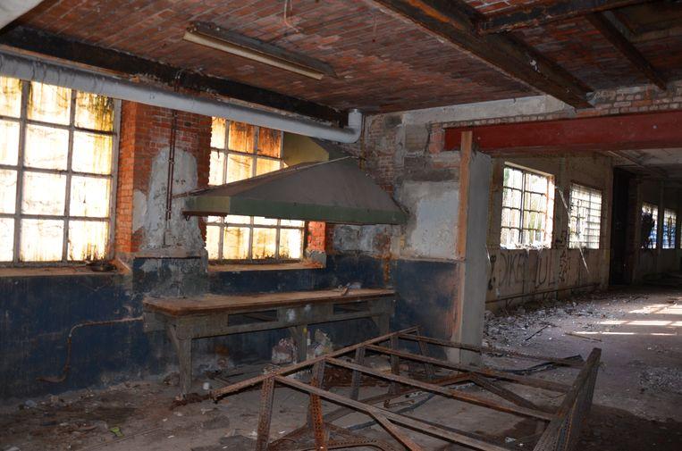 De voormalige fabrieksgebouwen staan al jaren leeg.