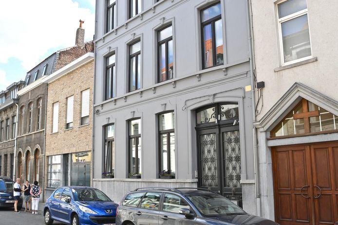 Villa Buurvrouw biedt kunst aan in een huis in de Stationsstraat 84.