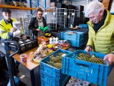 Voedselbank slaat alarm: na een periode met 'hysterisch veel voedsel' is magazijn bijna leeg