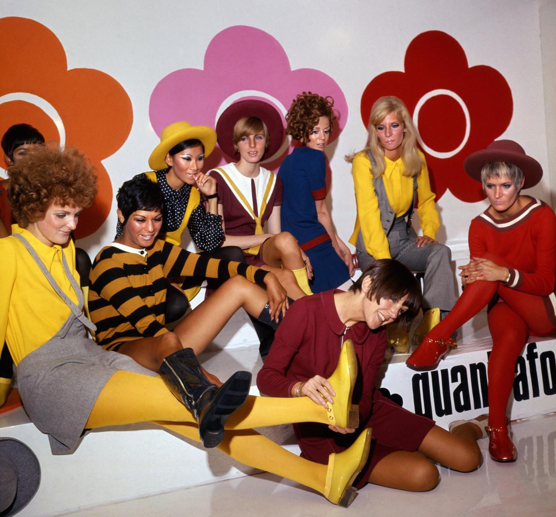 Mary Quant (middenvoor), met modellen die haar nieuwe schoenen showen. Beeld PA Archive/PA Images
