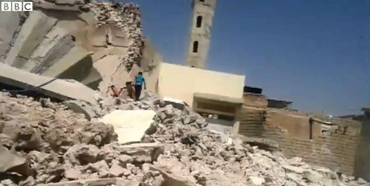 De stad ligt in puin: moskeeën en andere heilige plaatsen werden opgeblazen.