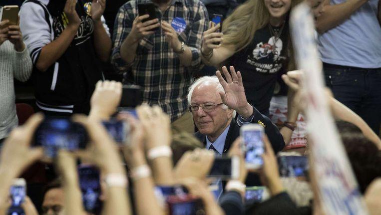 Bernie Sanders tussen zijn aanhangers in Oklahoma City. Beeld getty
