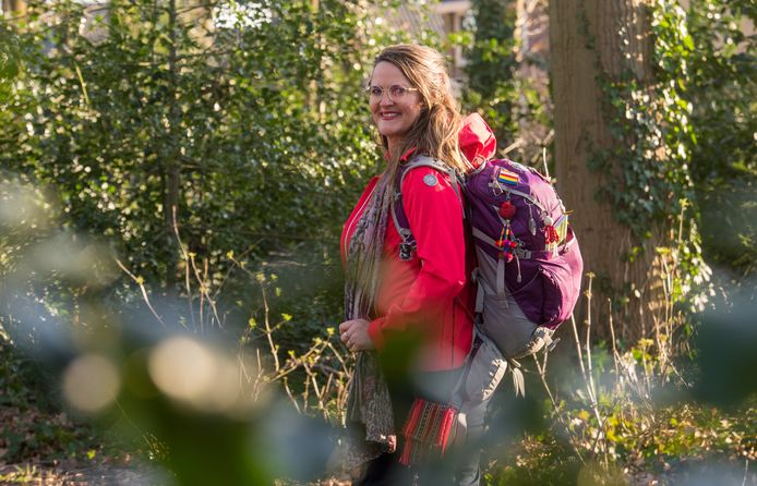 Jolanda Verdegaal gaat de hele maand maart het Pieterpad wandelen voor het goede doel: de reisbranche in Nepal.