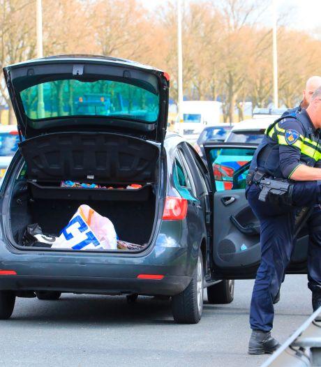Inbrekers parkeren auto op vluchtstrook van A1 bij Amersfoort en vluchten te voet verder