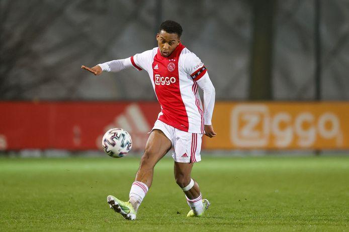 Quinten Timber in actie namens Jong Ajax.