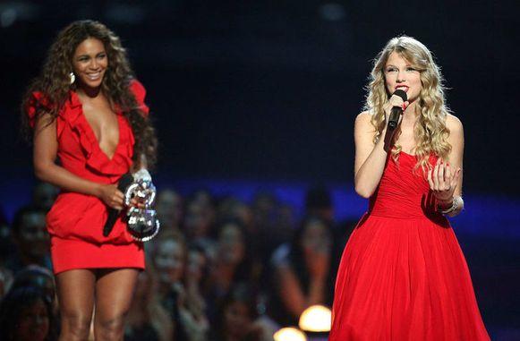 Beyoncé liet Taylor op het podium om er haar speech af te kunnen maken.