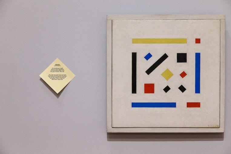 Post-it van De Botton naast een werk van Bart van der Leck Beeld Olivier Middendorp