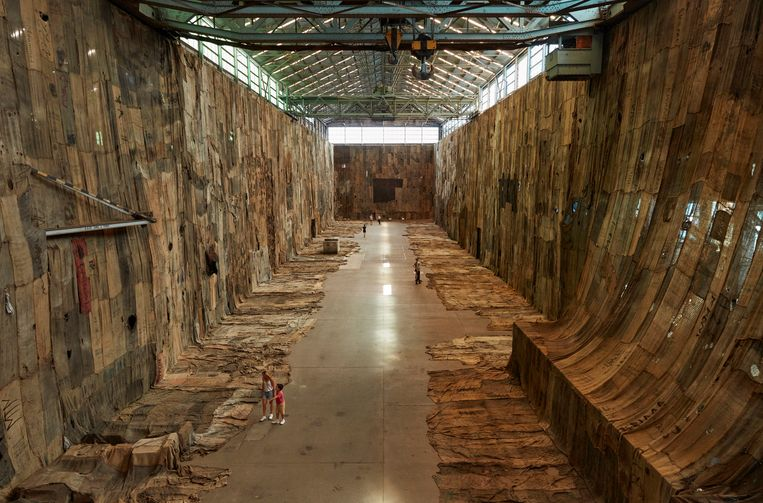Kunstinstallatie van jutezakken op de Biënnale in Sydney. Beeld Ibrahim Mahama