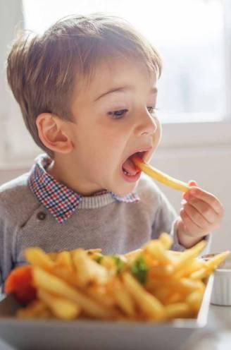 """Prof waarschuwt voor gevolgen ongezonde voeding op lange termijn: """"Kan leiden tot verschillende kankers en onvruchtbaarheid"""""""