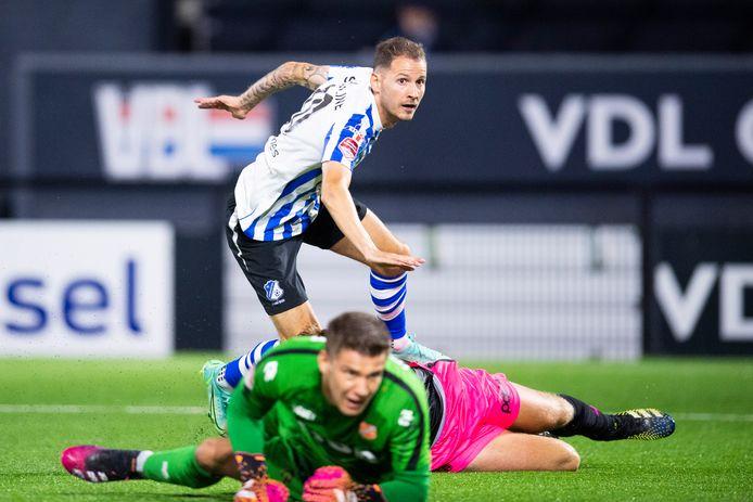 Joey Sleegers scoort in blessuretijd de 2-2 namens FC Eindhoven, thuis tegen FC Volendam.