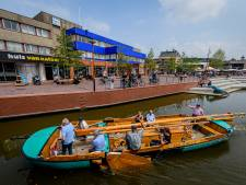Oude textieltijden herleven in Vriezenveen met antiek vrachtschip: 'Niemand had nog een boottocht'