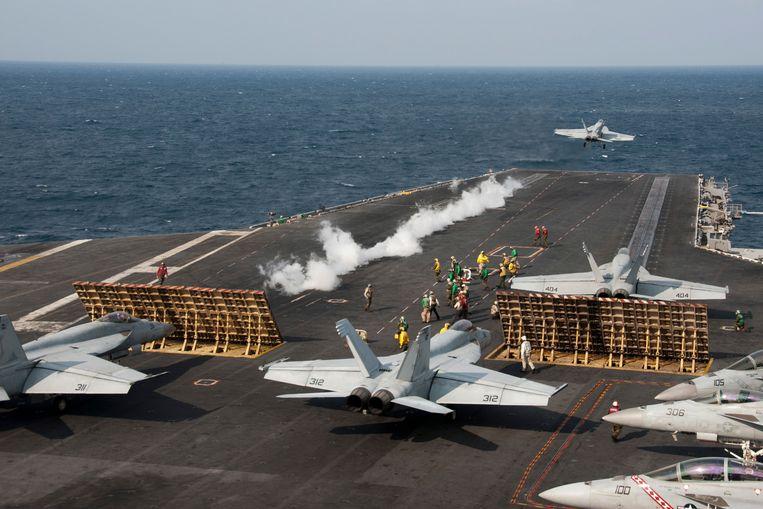 Tim Marshall: 'Nu heeft China nog maar twee vliegdekschepen, maar als ze sterker worden, dreigen conflicten met de VS over onderzeese energiebronnen en strategische zeecorridors.' Beeld Getty Images/Stocktrek Images