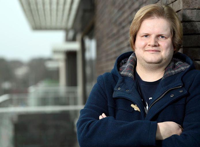 Arno Pirolo (25) is sinds kort de nieuwe voorzitter, tevens de jongste ooit, van de socialistische seniorenvereniging in Halle.