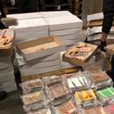 De politie onderschept wel vaker crystal meth, zoals hier tussen een lading kippenbouten in een bedrijfspand in De Lier.