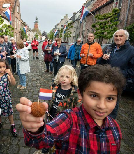 Burens welkom voor nieuwe Nederlanders met een verrassingsfeestje