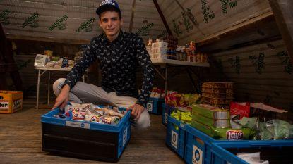 """Jonge ondernemer Fathi (22) start online nachtwinkel op zolder en levert aan huis: """"Overdag? Dan ga ik klussen als tuinier"""""""