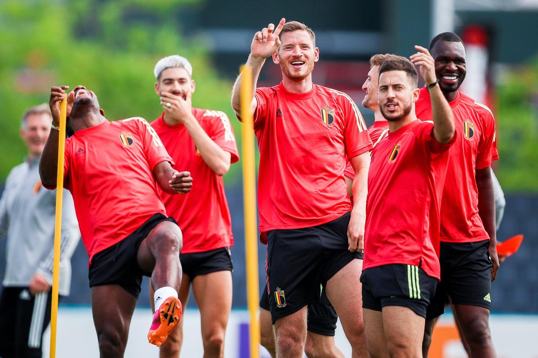 De Rode Duivels amuseren zich op training in aanloop naar de wedstrijd tegen Finland. Beeld Photo News