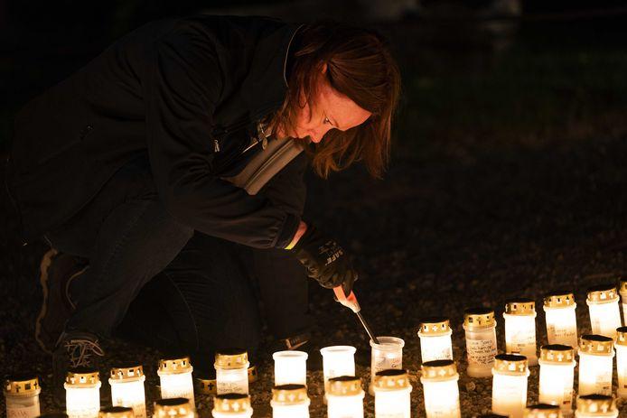 Ter gelegenheid van het startschot van de virtuele Alpe d'HuZes werden in Hemmen zo'n 2.000 kaarsen ontstoken.