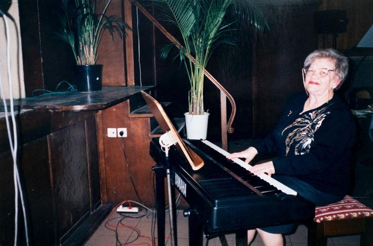 Jeanneke Appeltant, echtgenote van Leon Smets, begeleidde de zangkring op de piano van 1968 tot aan haar dood.