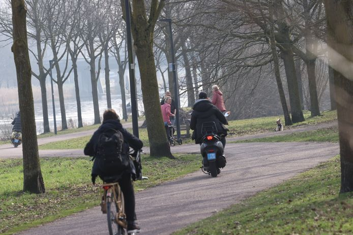 Zo'n 4,5 kilometer van het Piet van Bokhovenpad in Helmond wordt een stuk breder gemaakt.