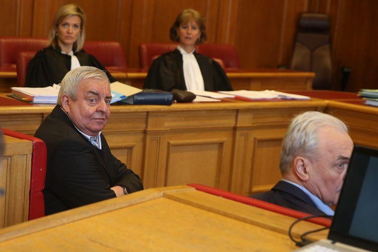 De beklaagden in beroep met het Brugse parket op de achtergrond.