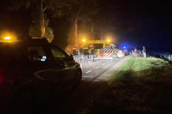 De ambulance werd gebeld nadat een fietsster ten val kwam na een botsing met een Mercedes-busje.