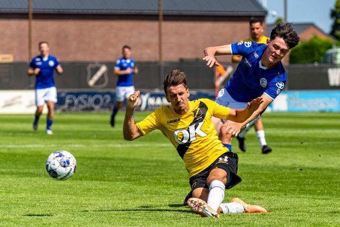 Bosschenaar Moreno Rutten vloert met NAC zijn oude werkgever FC Den Bosch.