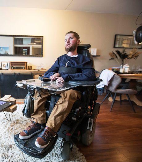 Vaccineren en zelfs coronatest dodelijk voor zieke Donovan (33): 'Kan nergens meer heen'
