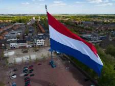 Het gaat dit jaar wél goed: grootste vlag van Nederland wappert in Emmeloord
