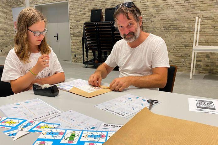 Willemien D'Herde kon haar papa Peter overtuigen om in EMotia schoolboeken te kaften.
