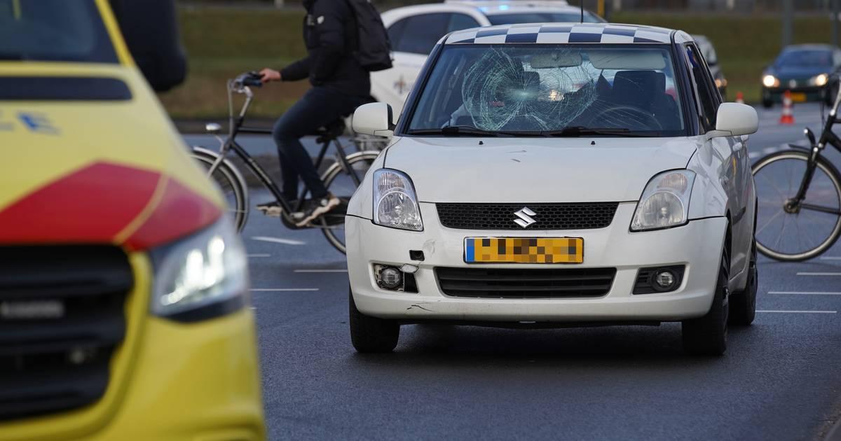 Kind op fiets gewond naar ziekenhuis na ongeval op kruispunt 'De Knoop' in Deventer.
