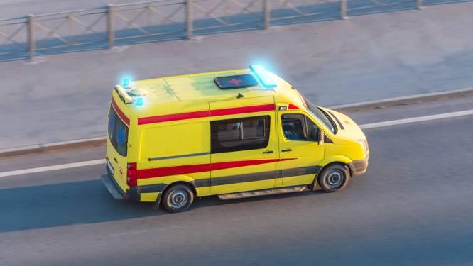 Twee ambulanciers aangereden door wagen tijdens interventie op E42