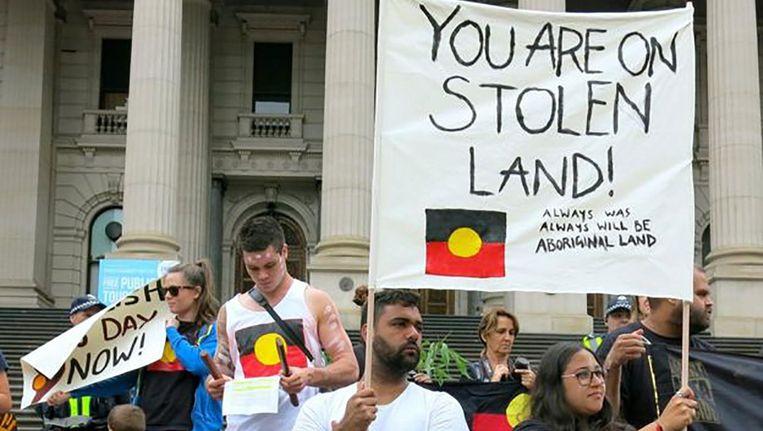 Aboriginals protesteren tegen de nationale feestdag. Beeld Trouw