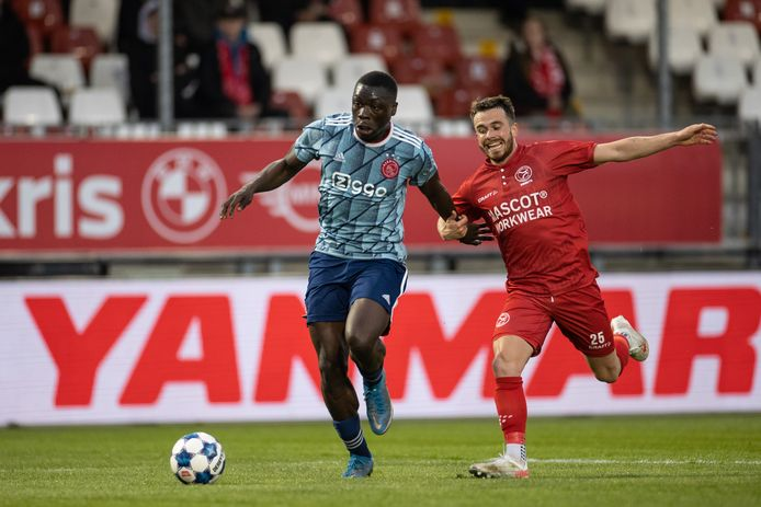 Brian Brobbey van Jong Ajax en Jorrit Smeets.