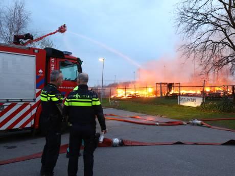 Iedereen is het zat: afgebrand voetbalcomplex moet nu echt worden herbouwd, Vlaardingen maakt haast