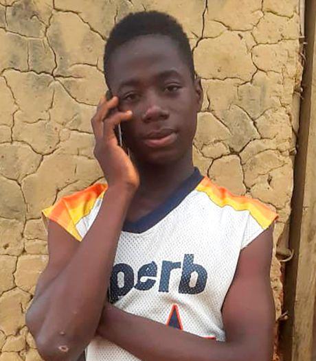 Tiener uit Liberia vindt 43.000 euro en bezorgt het terug bij eigenaar