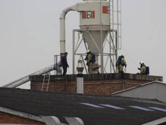 Interne silobrand bij meubelfabriek Denolf, brandweer wellicht nog uren werk