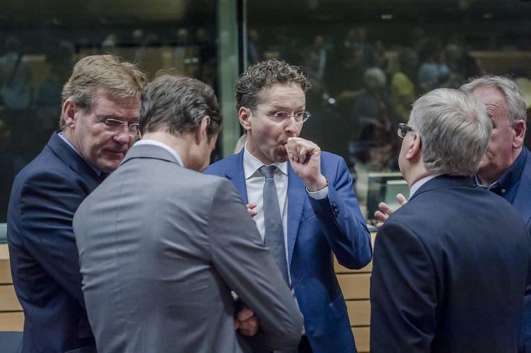 Voorzitter Jeroen Dijsselbloem (M) van de Eurogroep voorafgaand aan de bijeenkomst. Beeld ANP