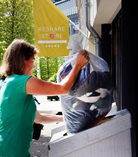 Deken Wehmeijerschool in Velddriel zamelt kleding in