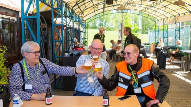 """Bar Oost exclusief geopend voor vrijwilligers vaccindorp: """"Nog heel de zomer goeie buren zijn"""""""