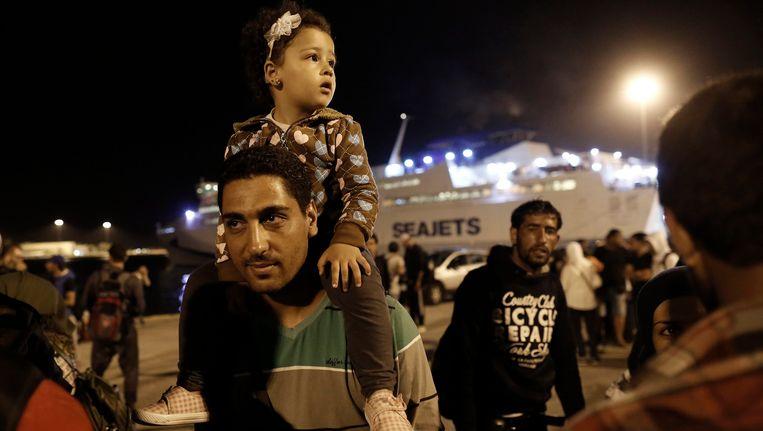 Syrische vluchtelingen in de haven van Piraeus. Beeld EPA