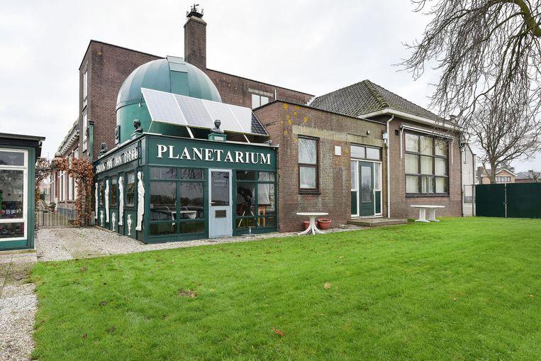 De Museumschool in Rijsoord (gemeente Ridderkerk) met Capitulatiemuseum, planetarium en woonhuis staat te koop. Beeld De Landerije