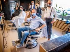 LIVE   Premier Rutte eindelijk verlost van coronakapsel, Duitsers in de rij voor sneltest bij Aldi